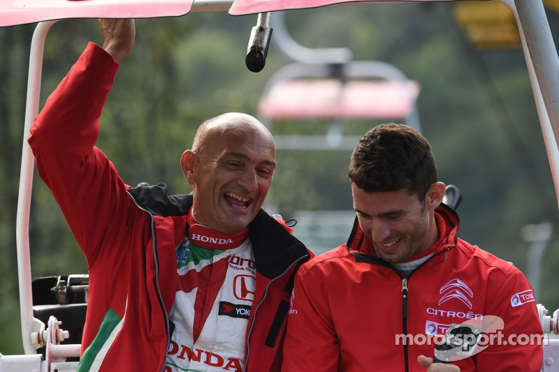 Gabriele Tarquini, Honda Civic WTCC, team Castrol Honda WTCC, Jose Maria Lopez, Citroen C-Elysee WTCC, Citroen Total WTCC