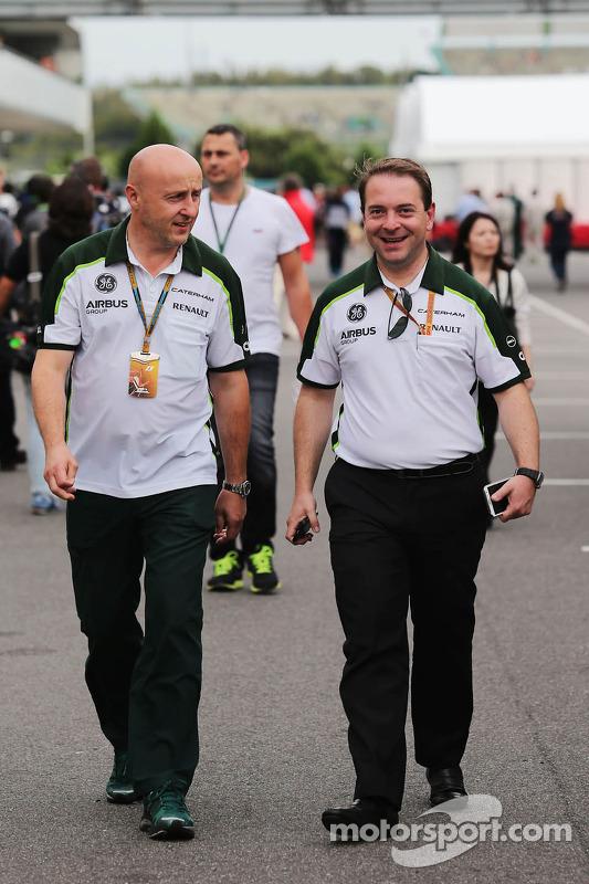 (Esquerda para direita): Miodrag Kotur, gerente da Caterham F1 Team, com Dr. Manfredi Ravetto, chefe