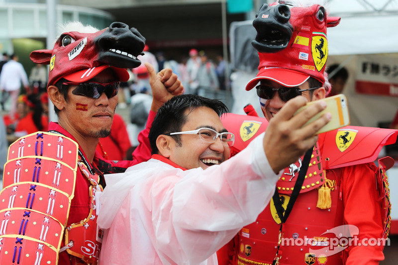 Fans and atmosphere - Ferrari fans