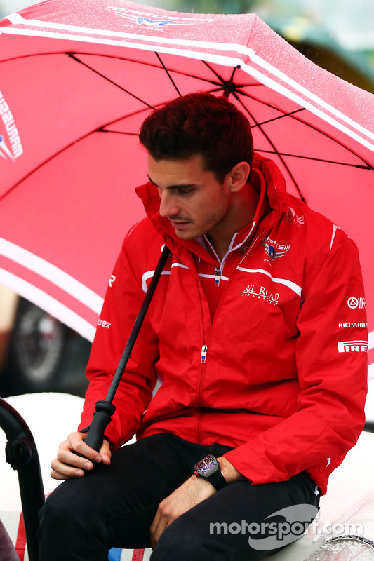 Sonntag und eines der letzten Fotos ohne Helm: Bianchi bei der Fahrerparade