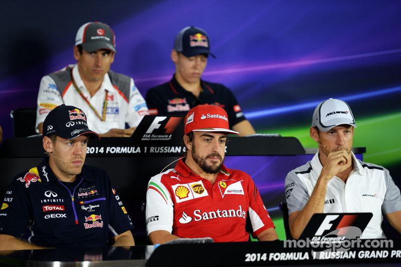 La conferenza stampa FIA: Sebastian Vettel, Red Bull Racing; Fernando Alonso, Ferrari; Jenson Button, McLaren