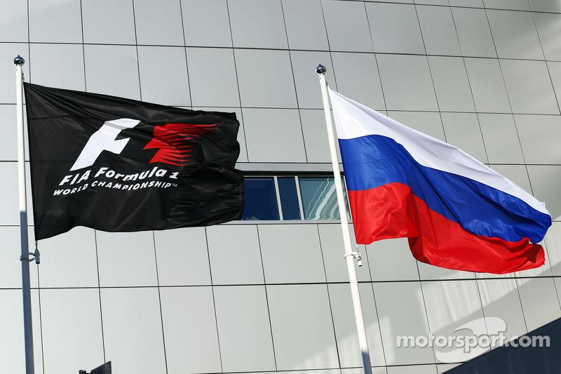 F1 ve Rusya bayrakları