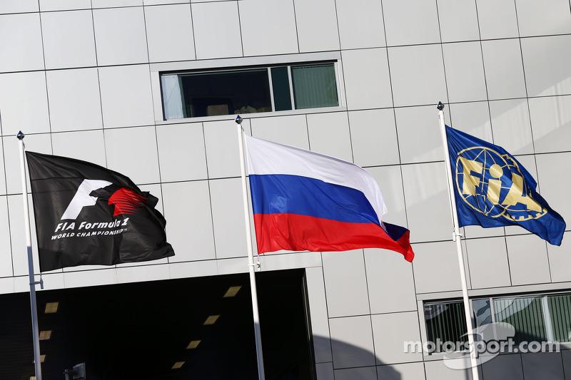 F1, Rusya ve FIA bayrakları