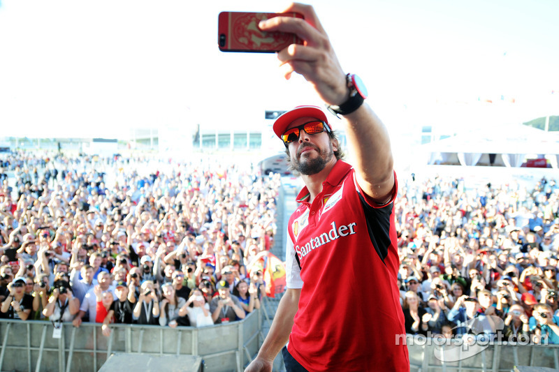 Fernando Alonso, Ferrari takes a selfie at the Fanzone
