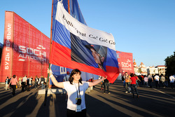 Fan con una bandiera per Daniil Kvyat, Scuderia Toro Rosso