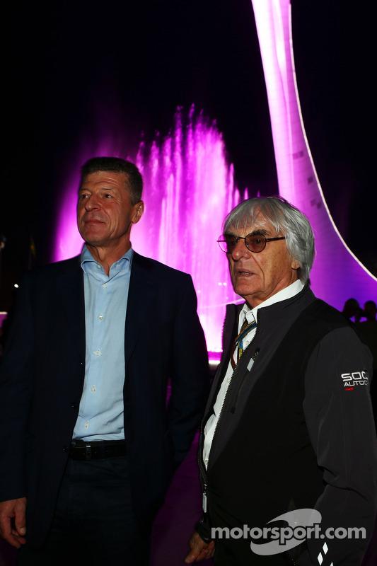 (Esquerda para direita): Dmitry Kozak, vice-primeiro ministro russo, com Bernie Ecclestone