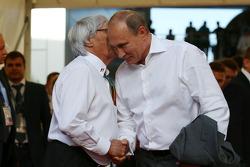 Bernie Ecclestone con Vladimir Putin, presidente de Rusia