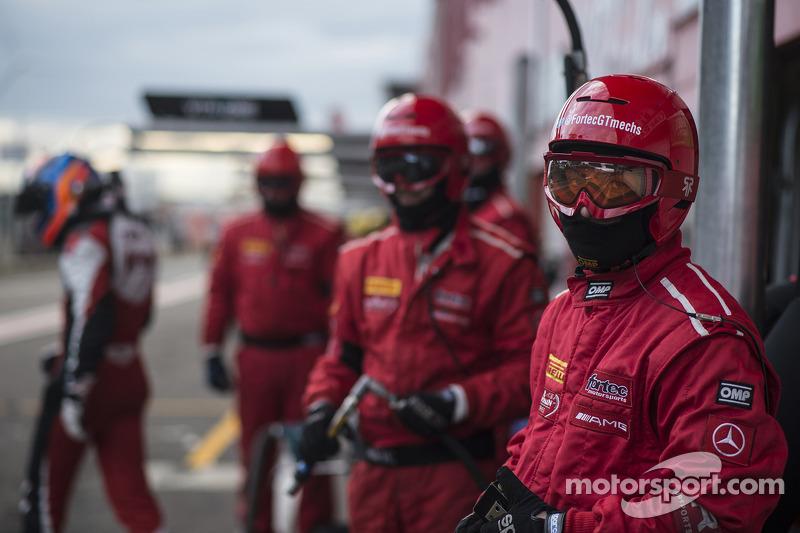 Fortec Motorsports meccanici