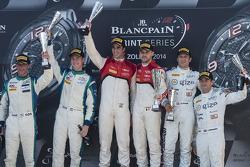 Pódio: vencedores Cesar Ramos, Laurens Vanthoor, o segundo lugar Peter Kox, Nicky Catsburg, o tercei