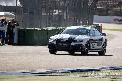 Audi RS7 sem pilotos em test drive