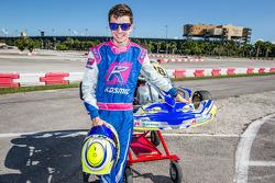 Stirling Fairman con su kart Motorsport.com