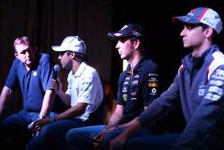 (De izquierda a derecha): Felipe Massa, Williams; Sergio Pérez, Sahara Force India F1 y Esteban Gutiérrez, Sauber; en el Foro de Aficionados