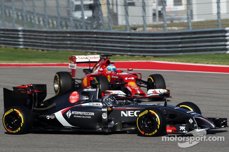 Adrian Sutil, Sauber C33 and Fernando Alonso, Ferrari F14-T