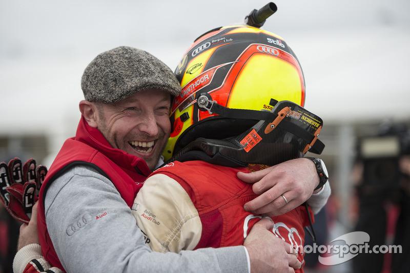 Vincent Vosse和比赛获胜者Laurens Vanthoor一起庆祝