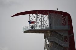 Texas e EUA bandeiras na torre do COTA