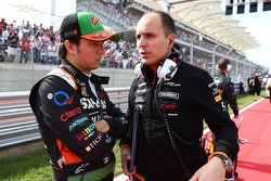 (Soldan Sağa): Sergio Perez, Sahara Force India F1 ve Gianpiero Lambiase, Sahara Force India F1 Mühendisi gridde