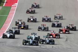 Rennstart: Nico Rosberg, Mercedes AMG F1 W05, führt