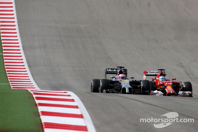 Jenson Button, McLaren F1 Team e Fernando Alonso, Scuderia Ferrari