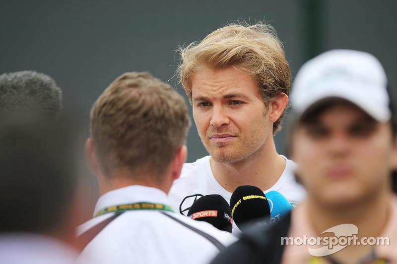 Nico Rosberg, Mercedes AMG F1 con  la prensa