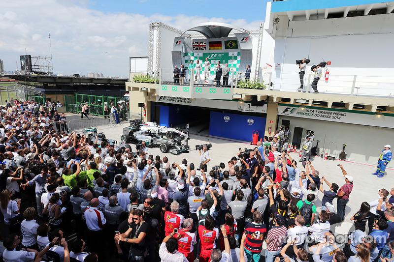 Il podio, Lewis Hamilton Mercedes AMG F1, secondo; Nico Rosberg, Mercedes AMG F1, vincitore della ga