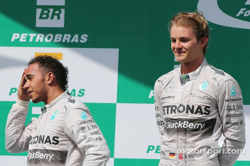 Il podio, Lewis Hamilton Mercedes AMG F1 con vincitore e compagno di squadra Nico Rosberg, Mercedes AMG F1