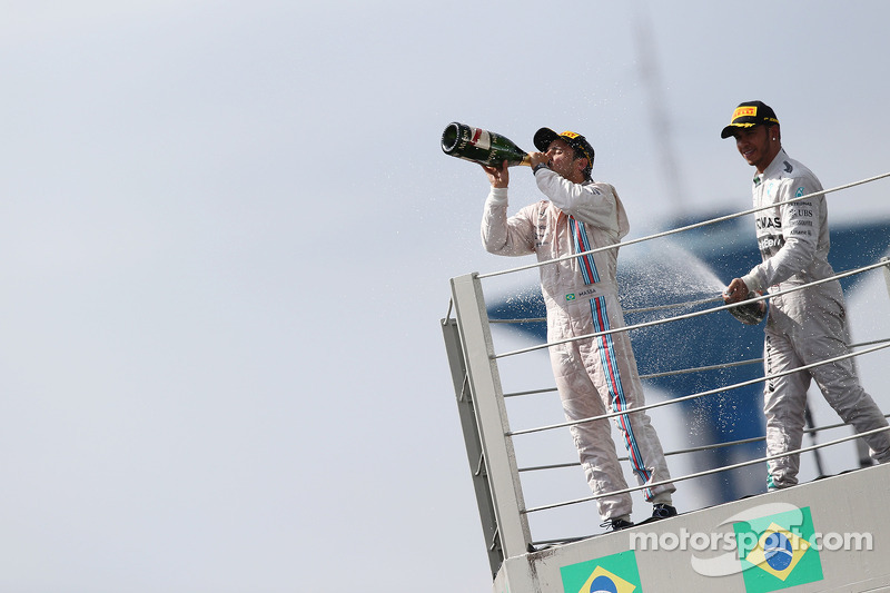 Felipe Massa, Williams ve Lewis Hamilton, Mercedes AMG F1 podyumda kutlama yapıyor