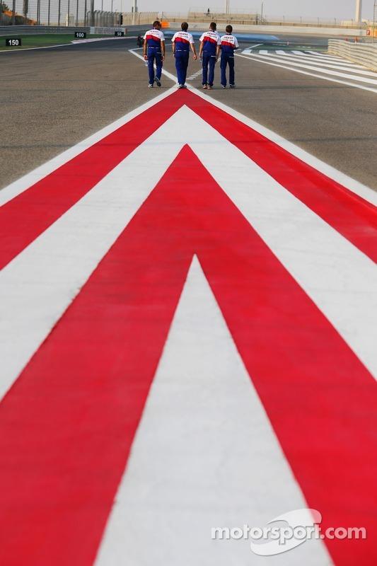 Passeggiata lungo lapista per i piloti Toyota
