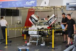#1 奥迪运动部 Joest 奥迪 R18 E-Tron Quattro 在第一节自由练习前被修复