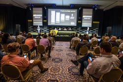 Şampiyona yarışmacıları Basın konferansı: Denny Hamlin, Joe Gibbs Racing Toyota, Kevin Harvick, Stewart-Haas Racing Chevrolet, Joey Logano, Penske Ford Takımı, Ryan Newman, Richard Childress Racing Chevrolet