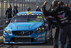 Le vainqueur Scott McLaughlin, Polestar Racing Volvo S60