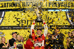Race winner and 2014 champion Kevin Harvick, Stewart-Haas Racing Chevrolet celebrates