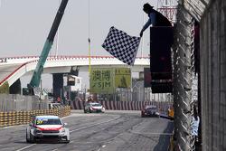 Jose Maria López, Citroën C-Elysee WTCC, Citroën Total WTCC logra la victoria