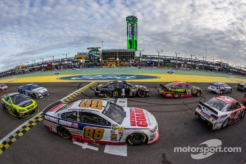 Dale Earnhardt Jr., Hendrick Motorsports Chevrolet, Jamie McMurray, Ganassi Racing Chevrolet