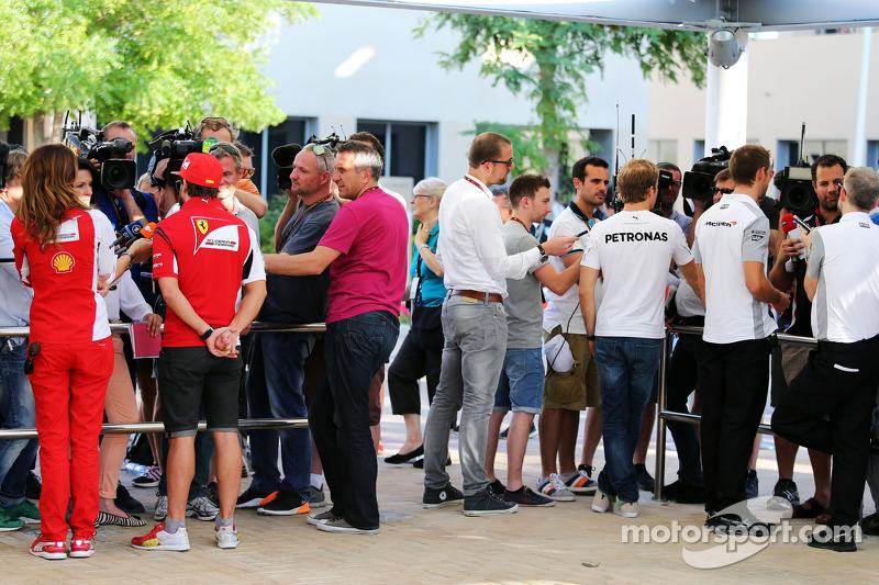 (L to R): Fernando Alonso, Ferrari; Nico Rosberg, Mercedes AMG F1 and Jenson Button, McLaren with th