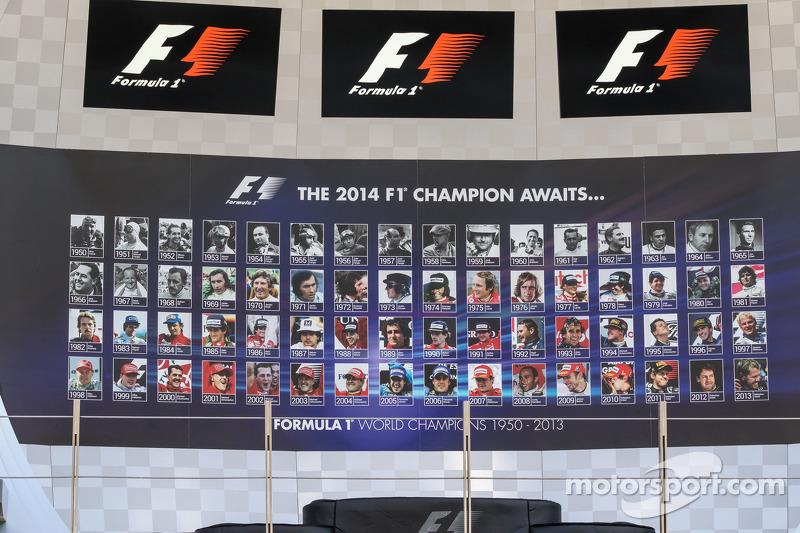 Il podio mostra tutti i precedenti campioni del mondo di F1