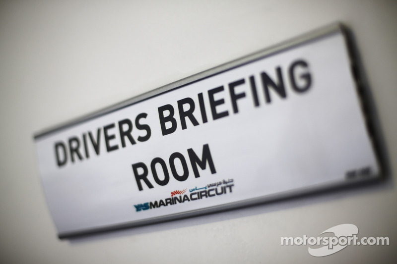 Drivers' Briefing Room sign