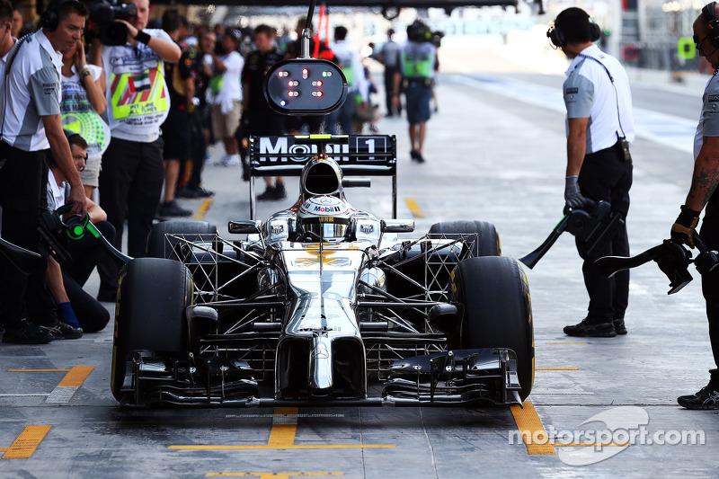 Kevin Magnussen, McLaren MP4-29 probando tecnología en el alerón delantero