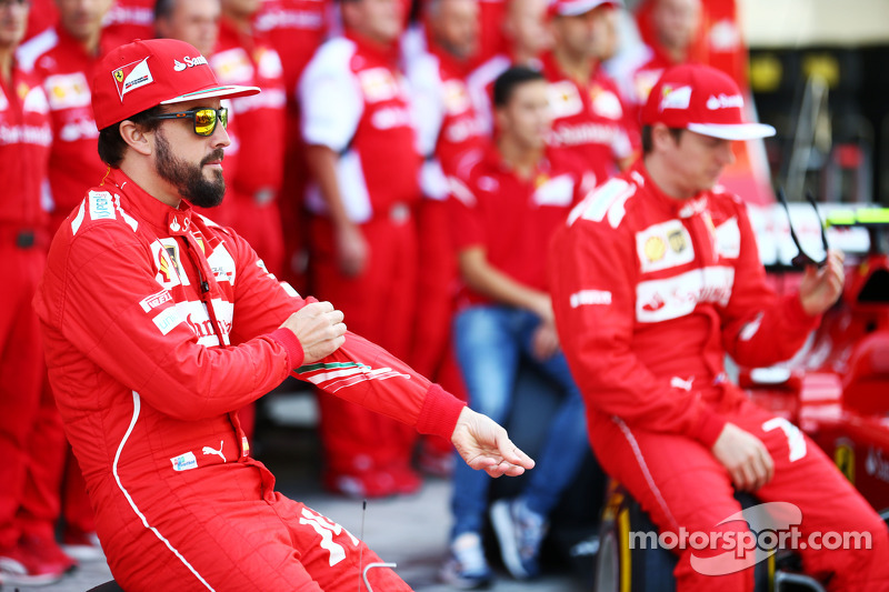 (L to R): Fernando Alonso, Ferrari and team mate Kimi Raikkonen, Ferrari at a team photograph