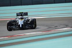 Kevin Magnussen, McLaren MP4-29 probando tecnología en el alerón delantero y front suspension