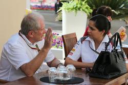 (Da sinistra a destra): Dr Helmut Marko, Consulente Red Bull Motorsport con Monisha Kaltenborn, Sauber Team Principal
