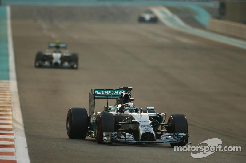 Lewis Hamilton, Mercedes AMG F1 W05 lidera a de race from su compañero Nico Rosberg, Mercedes AMG
