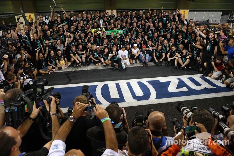 İlk sıra ve Dünya Şampiyonu Lewis Hamilton, Mercedes AMG F1 W05 ve Nicole Scherzinger, Şarkıcı, Lewi