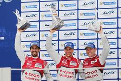 Podium: third place Lucas di Grassi, Loic Duval, Tom Kristensen