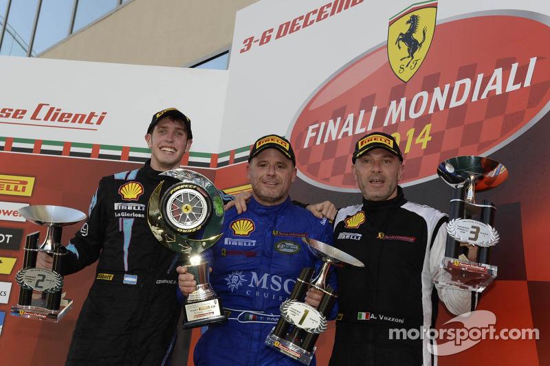 Ferrari Challenge Europe 1. yarış podyumu - Trofeo Pirelli AM: Kazanan Tommaso Rocca, ikinci sıra Ez
