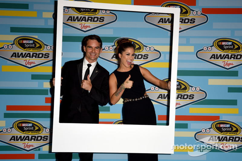 Jeff Gordon posa con Cassadee Pope