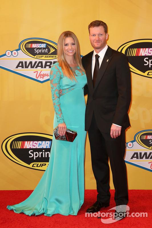 Dale Earnhardt Jr. ve kız arkadaşı Amy Reimann