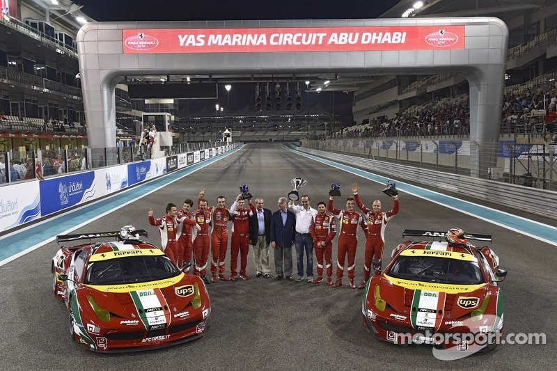 WEC piloti e AF Corse festeggiano con la Ferrari F458 Italia