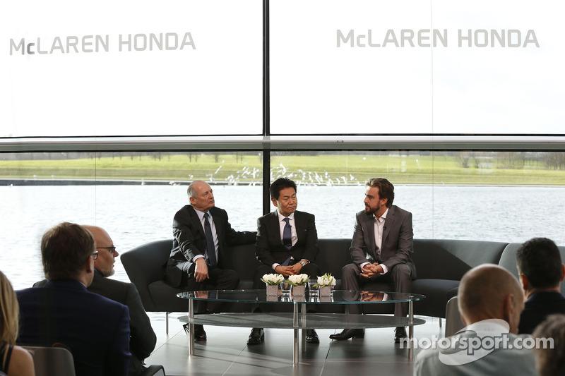 Yasuhisa Arai, Direttore di Honda Motorsport, Fernando Alonso e Ron Dennis, Presidente e CEO di McLa