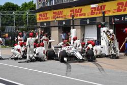 Charles Leclerc, Sauber C37 au stand