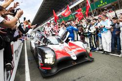 Победители Себастьен Буэми, Казуки Накаджима, Фернандо Алонсо, Toyota Gazoo Racing, Toyota TS050 Hybrid (№8)